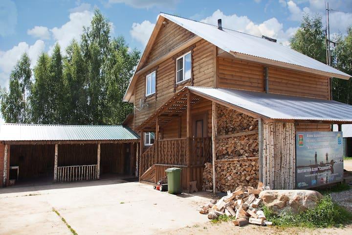 Уютный дом рядом с оленьим парком - Sudimirka - Guesthouse
