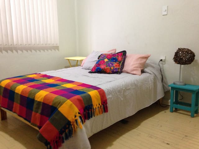 Cozy bedroom in La Condesa - เม็กซิโกซิตี้ - อพาร์ทเมนท์