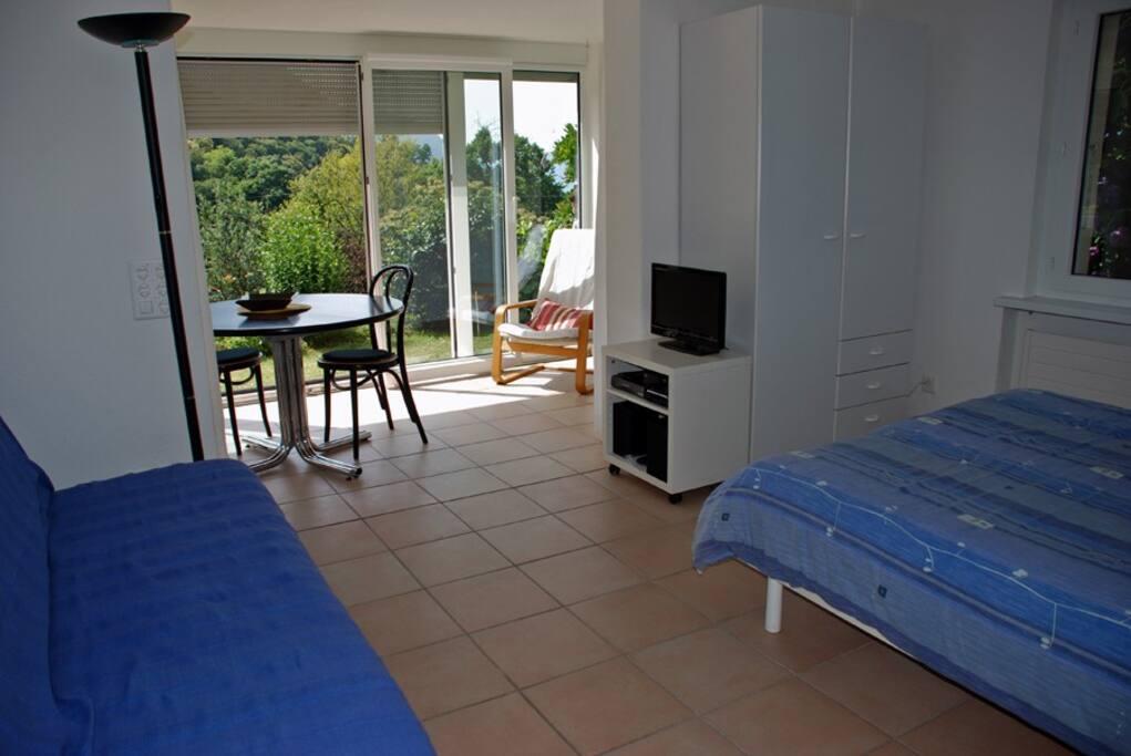 casa cagiallo wohnung mit garten und fass sauna wohnungen zur miete in cagiallo tessin schweiz. Black Bedroom Furniture Sets. Home Design Ideas