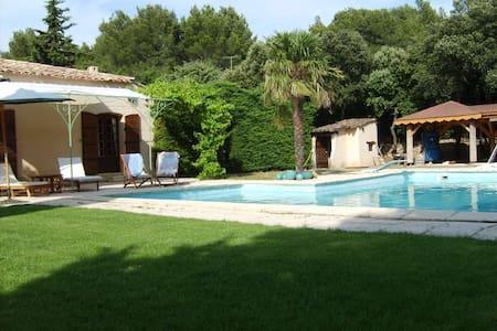 Belle maison de caractère provençal - Eyguières - Haus