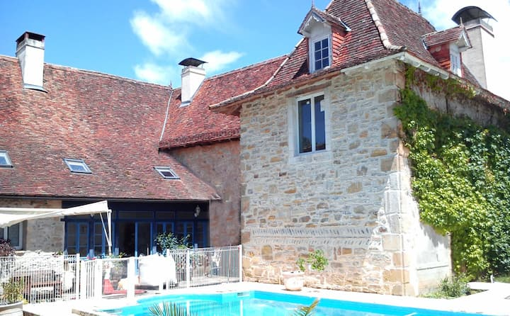 Cottage in  France -12-14 pers with swimming pool