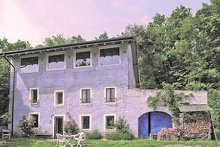Piccola suite con terrazzo tra bosco e lago