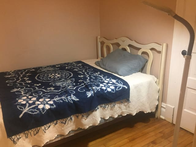 Private Room, Great Location; 10 Min to Downtown