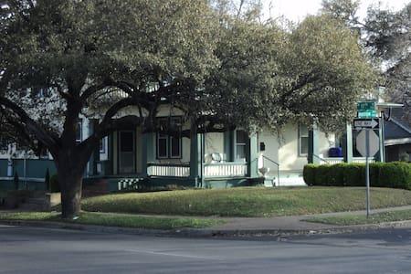 Bienvenida House - Waco - Rumah