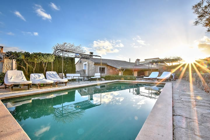 Villa Can Pulit with a special charm in the heart of a picturesque village
