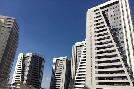 New apartment, great views and location, kosher. - Petah Tikva