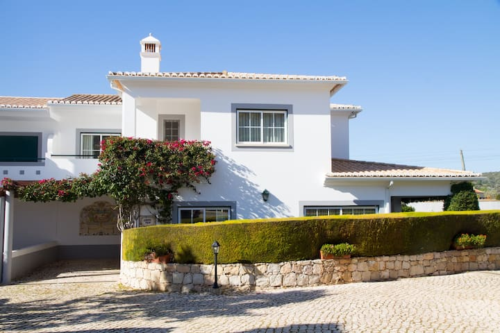 Private 4 Bedroom Villa - 100m from the beach
