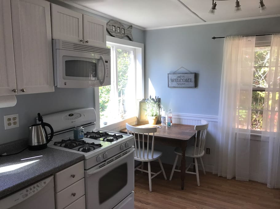 Updated kitchen with dishwasher and table for 4