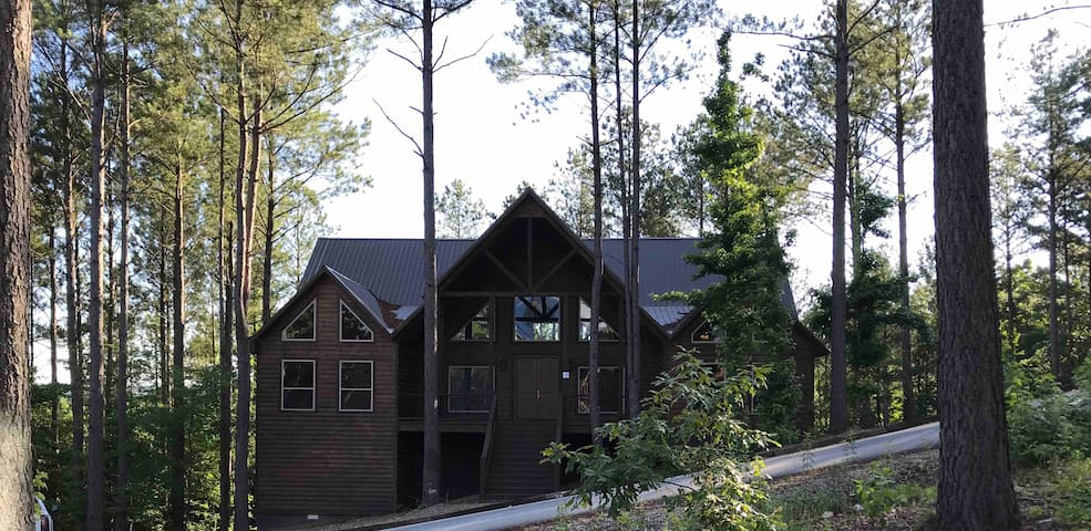 LUXURY CABIN The Ames High Lodge, BRAND NEW 2019!!