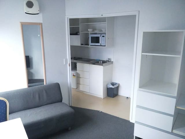 City center Studio Apartment (beside AUT and UOA)
