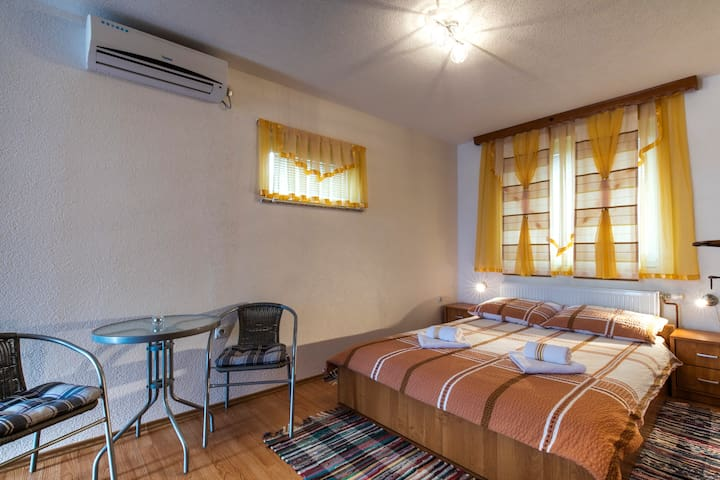 Room near Plitvice, Mountain view bedroom-Wifi,AC
