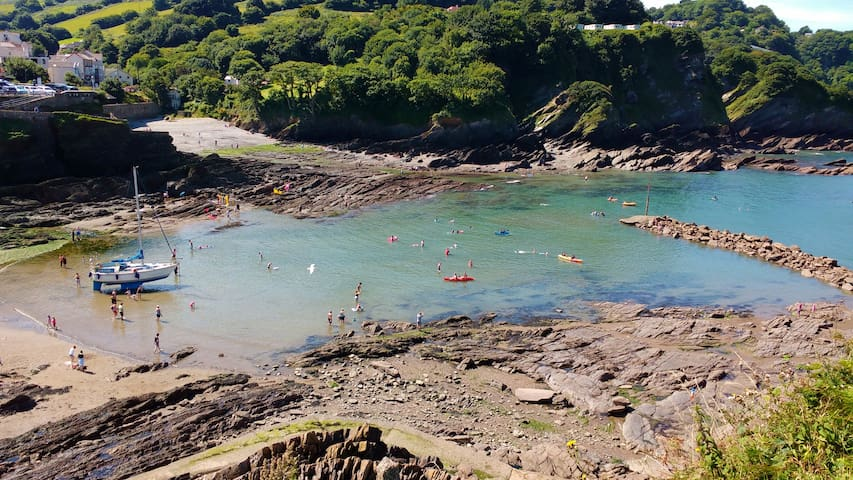 Seaside Village Twin/Double Cranleigh House Vegi - Combe Martin - Bed & Breakfast