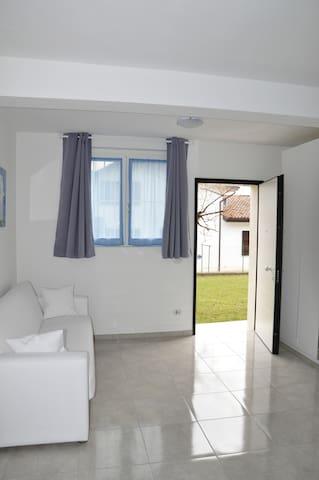 LA CASA DEI NONNI - Felegara - 家庭式旅館