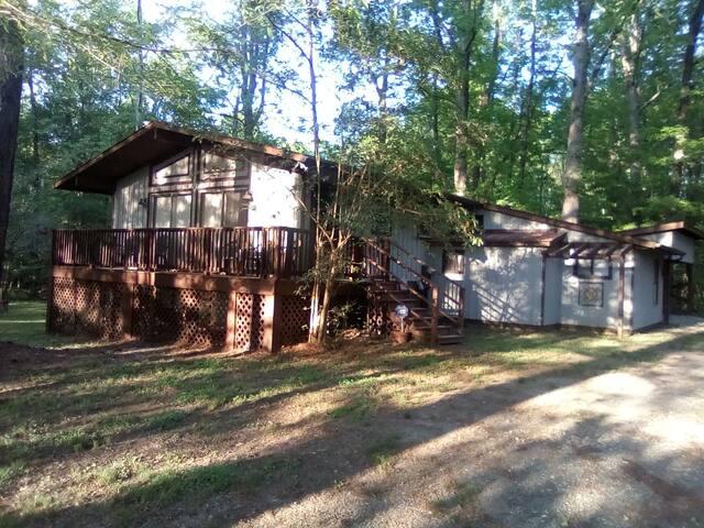 Private Cottage, Convenient Location