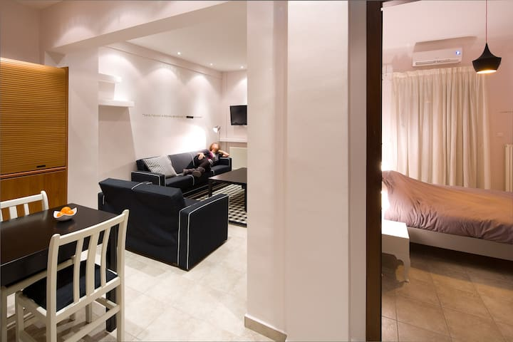 Cinema-Themed Apartment in the heart of the city! - Thessalonique - Bed & Breakfast