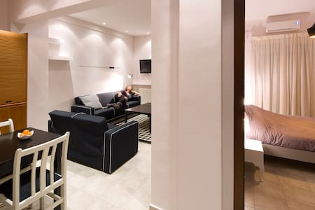 Cinema-Themed Apartment in the heart of the city! - Thessalonique