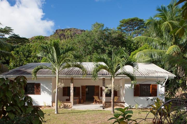 Villa Zananas, en bordure de mer