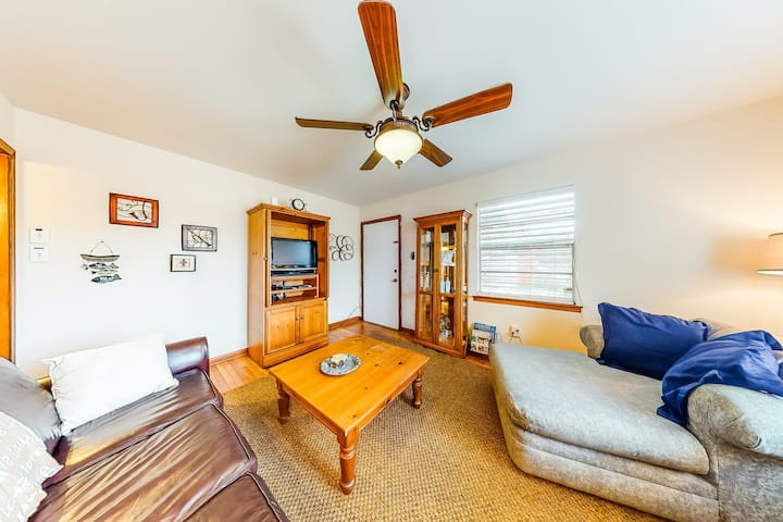New listing! Dog-friendly beach house mere blocks from the sand and pier!