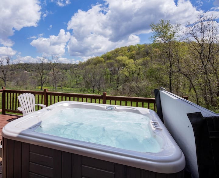 Valley View!Outdoor Hot Tub, Fireplace, Pool Table, NEW Arcade Game, Xbox One