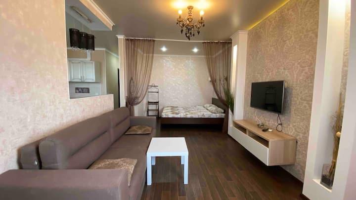 Однокомнатная квартира-студия с видом на Волгу