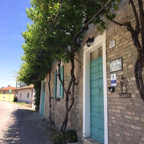 Antica dimora in sasso sulla Via Francigena