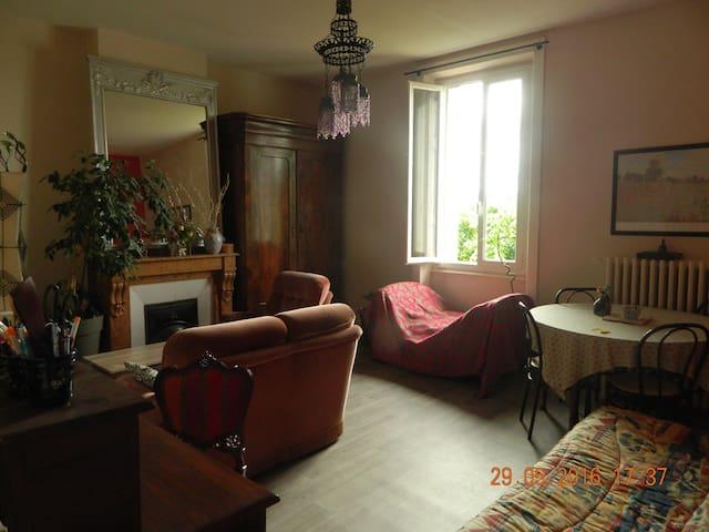 ETUDIER  EN VILLE   LOGER  AU CALME - Andrézieux-Bouthéon - Apartament