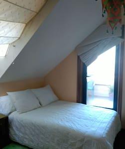 Habitación en bonito ático - Vigo
