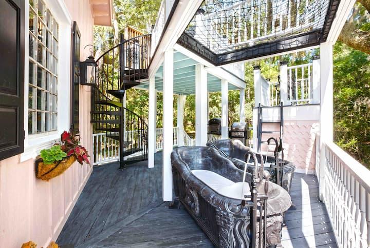 The Charleston Treehouse at Bolt Farm Treehouse