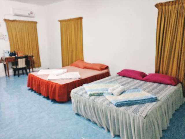 Roomstay Firdaus |Room 2 |FREE WiFi |Near Border