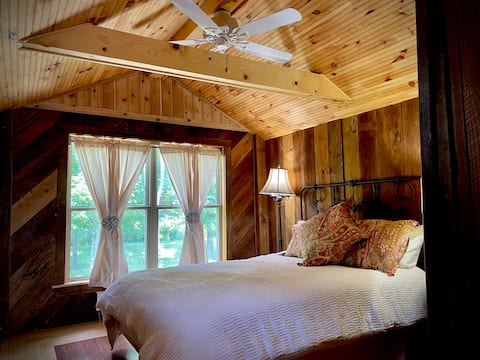 Barn Loft Retreat Guesthouse near Anson/Indy