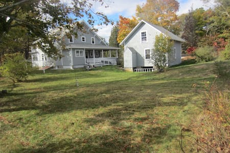 8 Acre Retreat on Queen Sewell Pond - Bourne - Casa