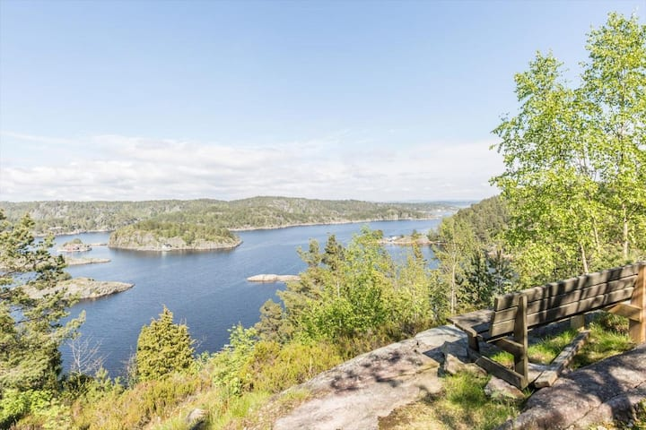 Familievennlig og usjenert hytte ved Åbyfjorden