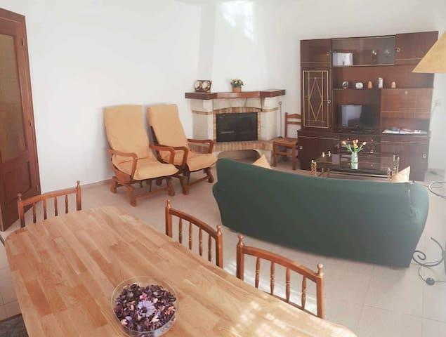 Casa Tormes, chalet con garaje y terraza ideal familias