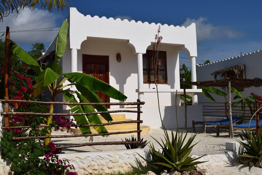 Moonshine villa bungalow con giardino privato bungalow for Piani di bungalow di 1500 m