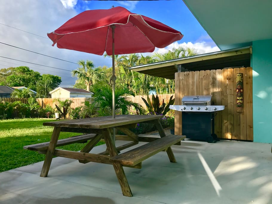 Great, completely fenced in back yard great for grilling, relaxing and enjoying south Florida's beautiful landscaping with your friends and pets!!!