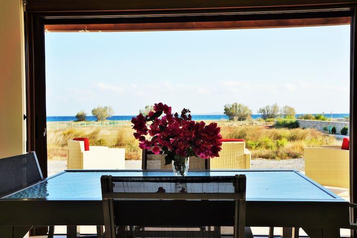 Villa moderne en  bord de mer - Kouremenos