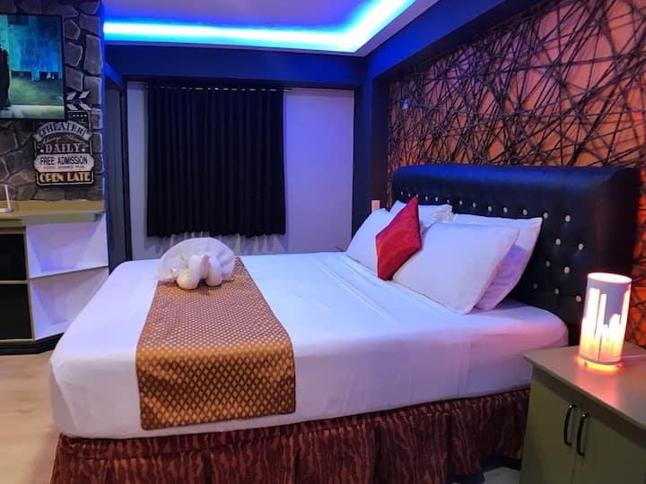 CLOCKWORKORANGE Luxury Suites-Studio near airport