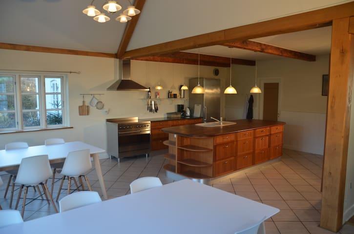320 m2 modernized Proprietary residence @ Gudhjem - Gudhjem - House