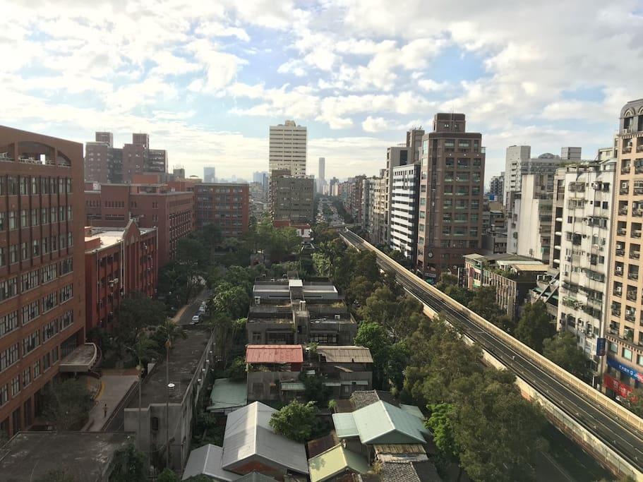 Nice view from our house !! With elevator!! 百萬無敵台北城市美景!高樓層!無遮蔽,讓你的假期更有好心情~ nice view !