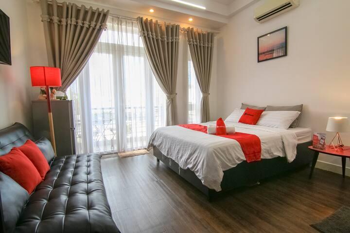 RedDoorz Deluxe Cozy Room, near Tan Dinh market