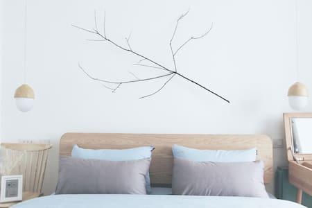 乐闻-树下的大床房 - Apartamento