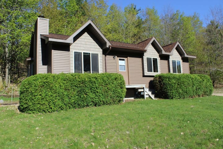 ★Privacy,Backed by Woods★10 Minutes to Downtown TC