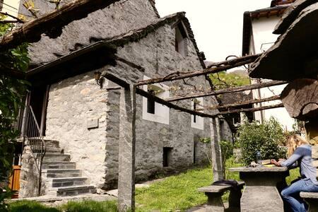 """Ca da l'Av, beautiful """"rustico"""" in the ValleMaggia"""