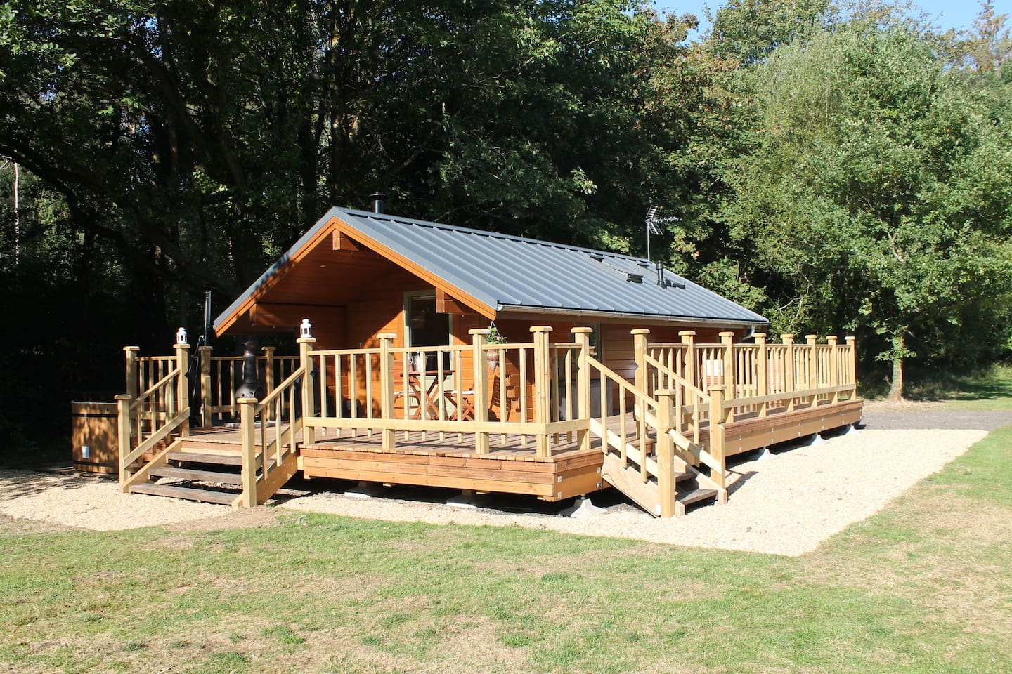 Oak Lodge - a mini log cabin perfect for 2!