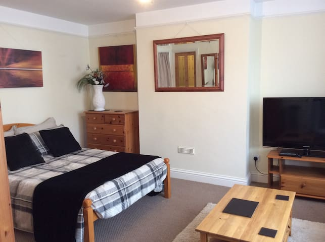 Self Catering Studio In High Wycombe - Buckinghamshire - Betjent leilighet