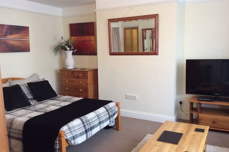 Self Catering Studio In High Wycombe - Buckinghamshire - Serviced flat
