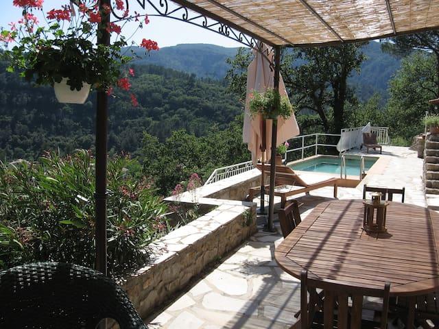 Rdc villa, grande terrasse, piscine, belle vue - Belgentier - Apartment