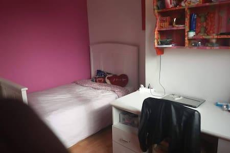 Bel appartement propre et calme avec accès facile