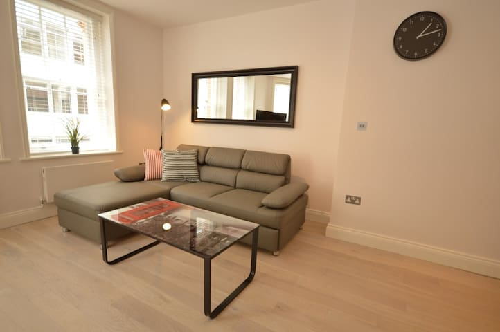 St Anne's Court Apartment E - 1 bed - 4 guests