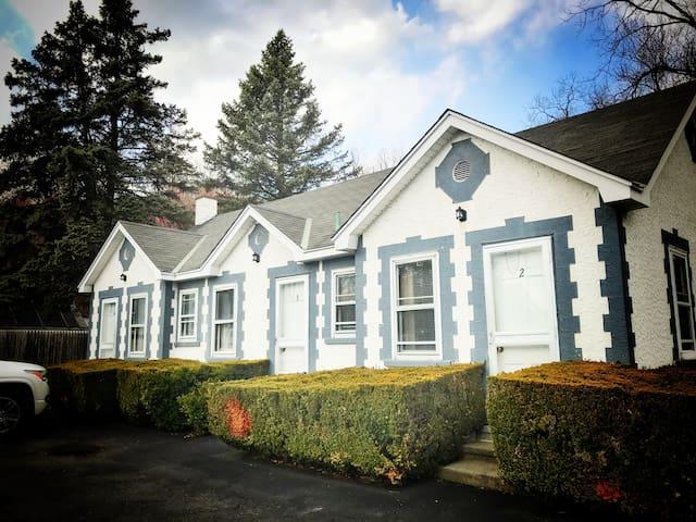 Bear Mountain Bridge Motel (Rooms 1, 2, 4, 5)
